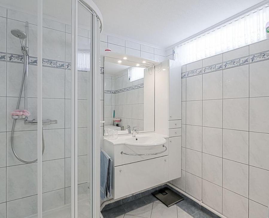 Betonvloer badkamer slopen
